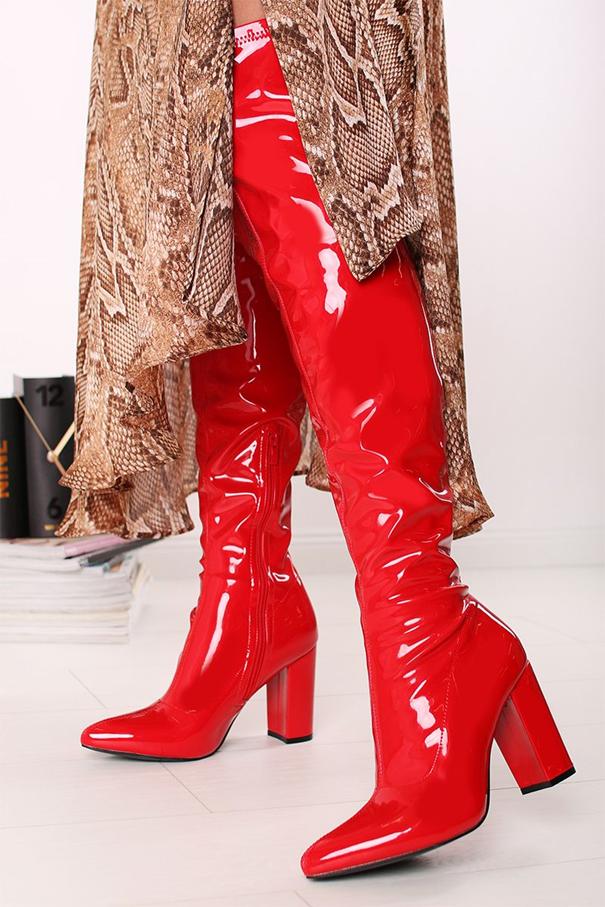 lesklé červené vysoké čižmy