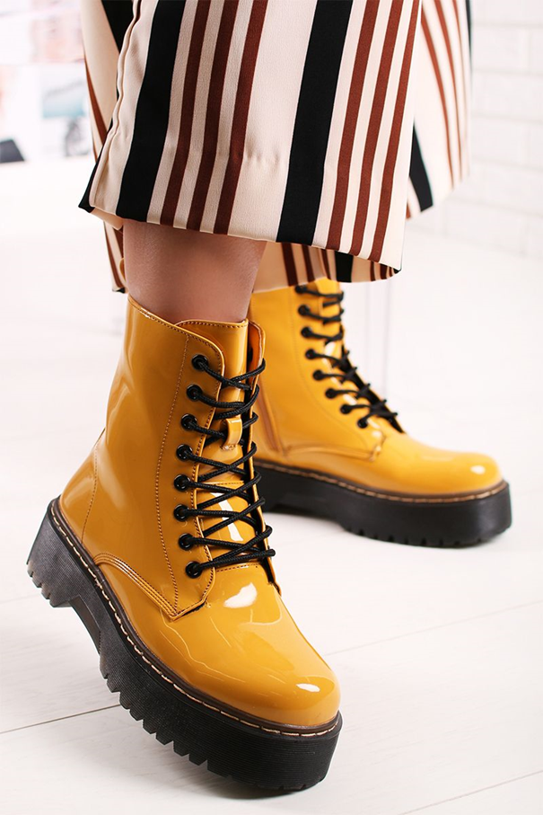 žlté punkové čižmy