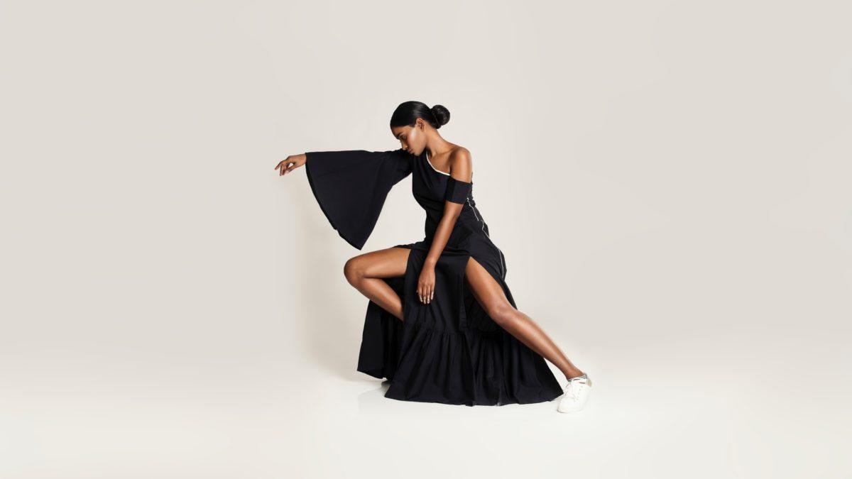 Čierna farba v šatníku– záchrana alebo katastrofa?